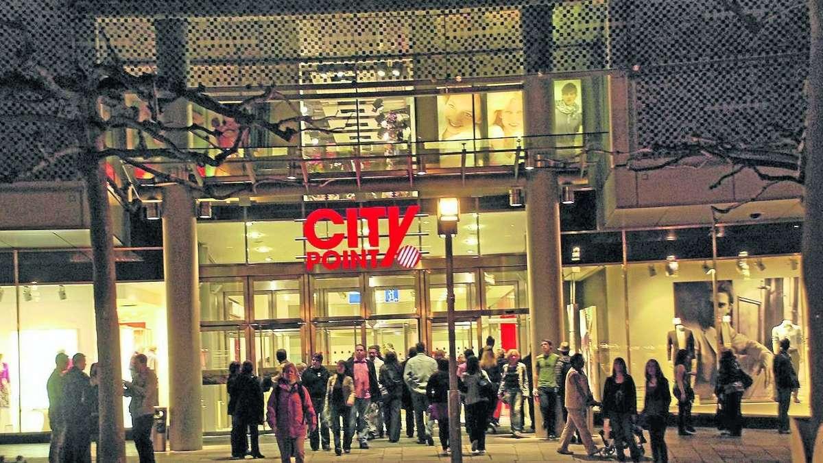 Jugendliche auf dem k nigsplatz wie abschaum behandelt for Depot kassel city point