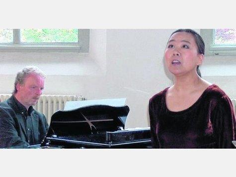 Sopranistin Manru Zhao und Ralf Schwarz-Aschenbrenner am Klavier. Fotos:Först