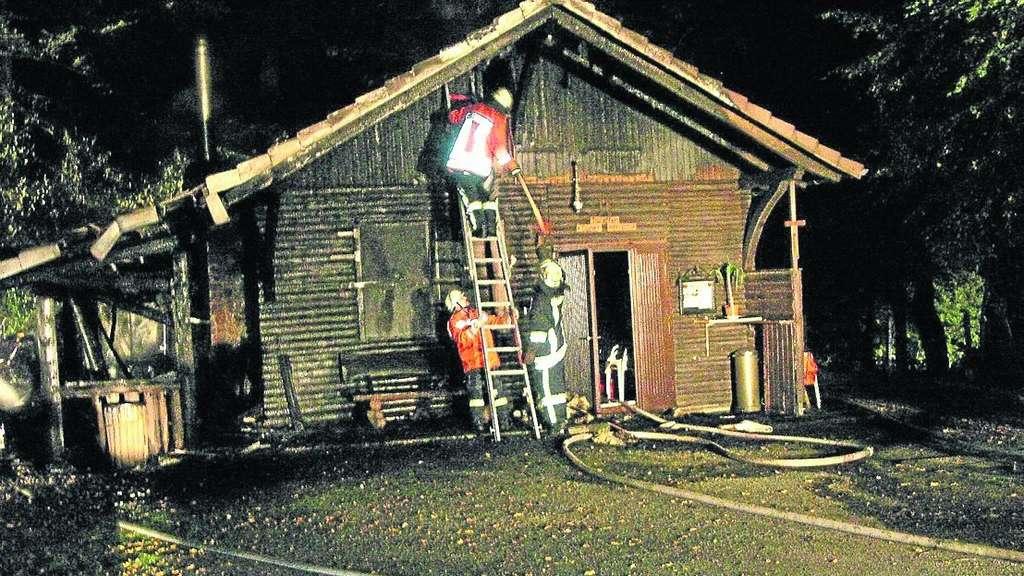 Abgebrannt: Die Dunieschänke im Eichholz. Die Polizei ermittelt wegen Brandstiftung. Foto: Schneider