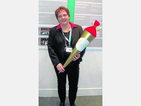 Freude über Bundespreis: Beate Oetzel aus Dohrenbach erhielt auf der Frankfurter Messe Paperworld die Goldene Schultüte. Foto:Privat