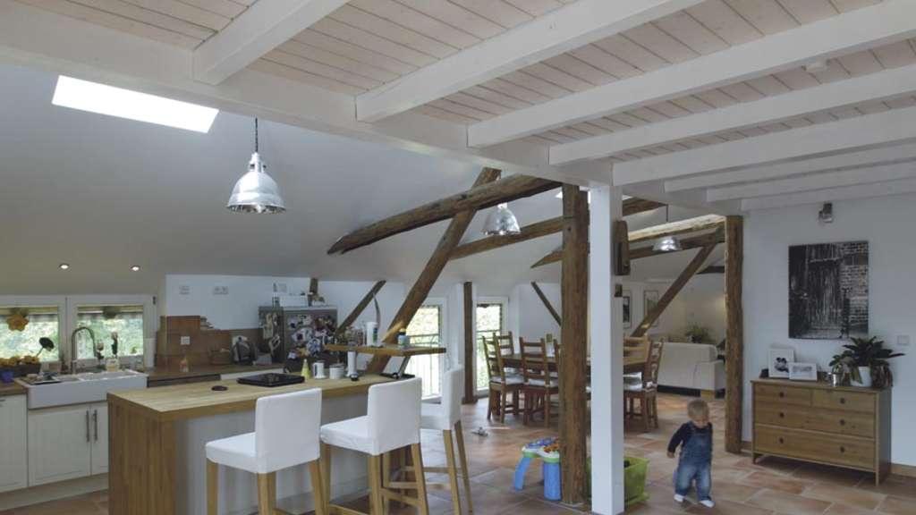 umbau küche wohnzimmer: und Wohnzimmer bilden zusammen einen großen, freundlichen Raum