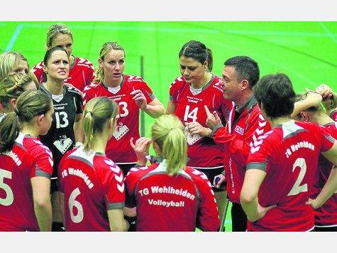 Auf geht's in die Dritte Liga: Die TG Wehlheiden mit Trainer Fredy Zech (Dritter von rechts) hat den Aufstieg in die neue Spielklasse geschafft. Foto:? Fischer