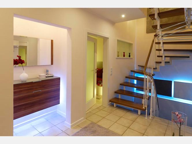 Ideen renovierung flur verschiedene ideen for Schuhschrank treppenhaus