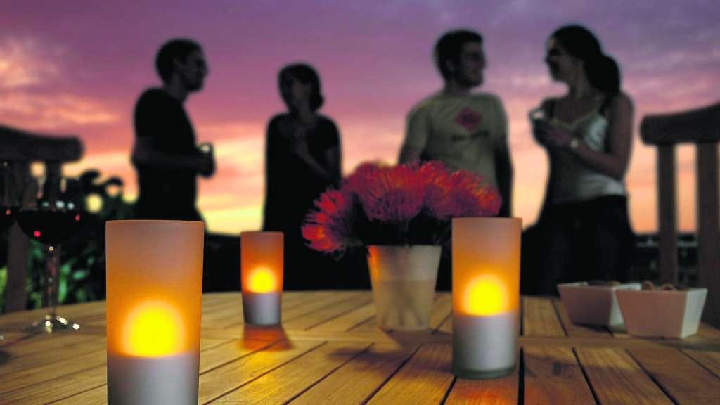 stimmungsvolle gartenlichter beleuchtung sorgt f r sicherheit und ambiente wohnen. Black Bedroom Furniture Sets. Home Design Ideas