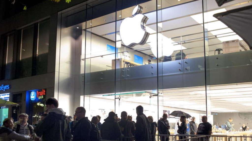 apple lange schlangen zum verkaufsstart neuer iphones netzwelt. Black Bedroom Furniture Sets. Home Design Ideas