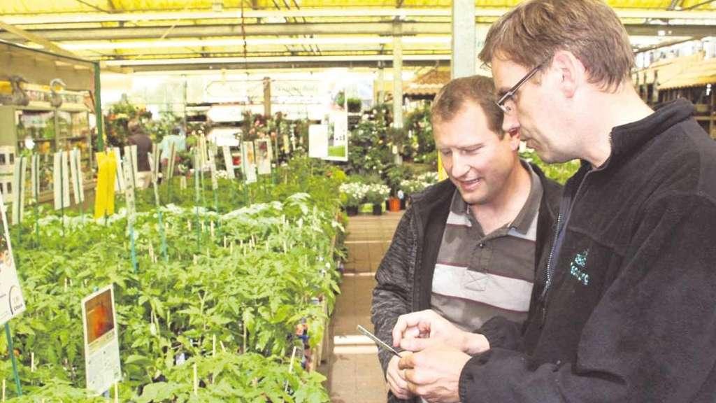 kleing rtner florian smolka kauft im gartencenter meckelburg f r die frostfreie saison ein wohnen. Black Bedroom Furniture Sets. Home Design Ideas