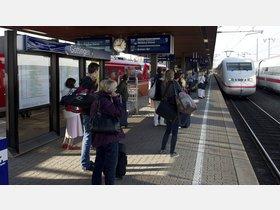 ICE-Reisende schliefen: Dieb erbeutete Handys und Taschen - HNA.de