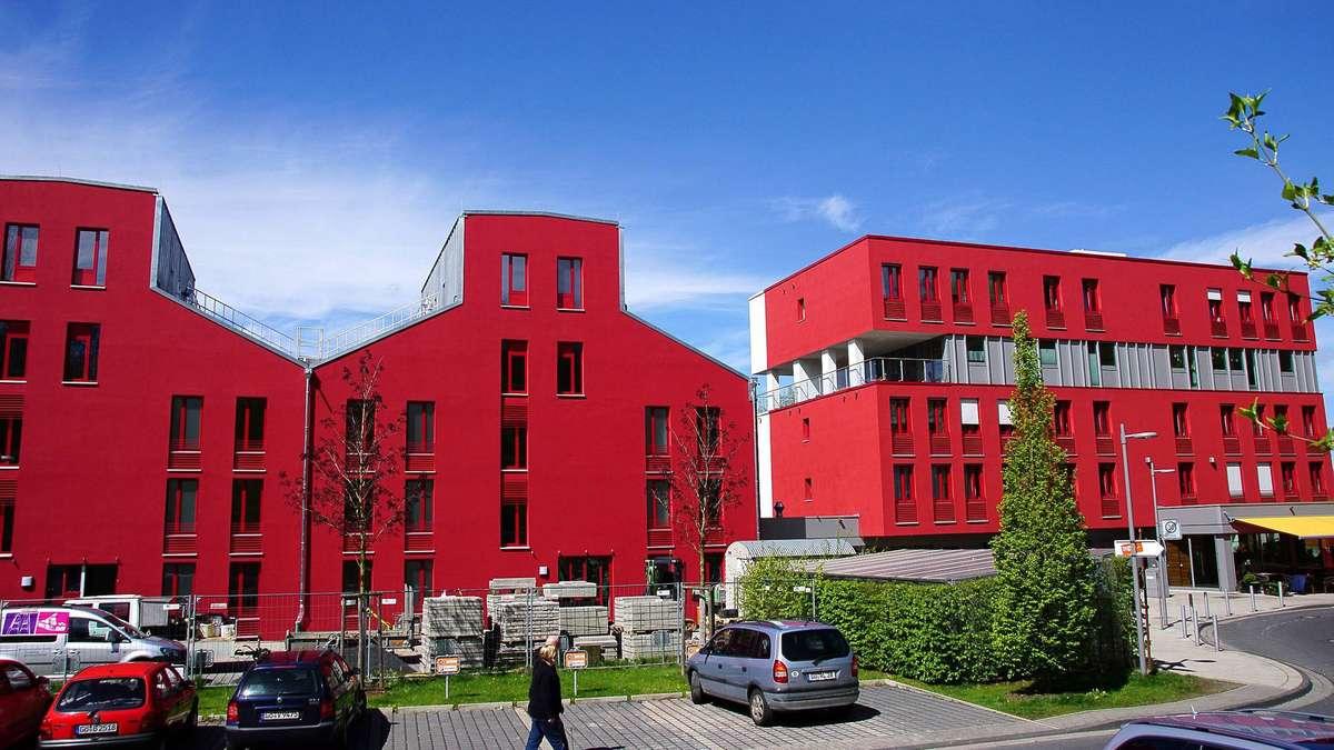 rote h user auf den zietenterrassen haben zuwachs bekommen. Black Bedroom Furniture Sets. Home Design Ideas