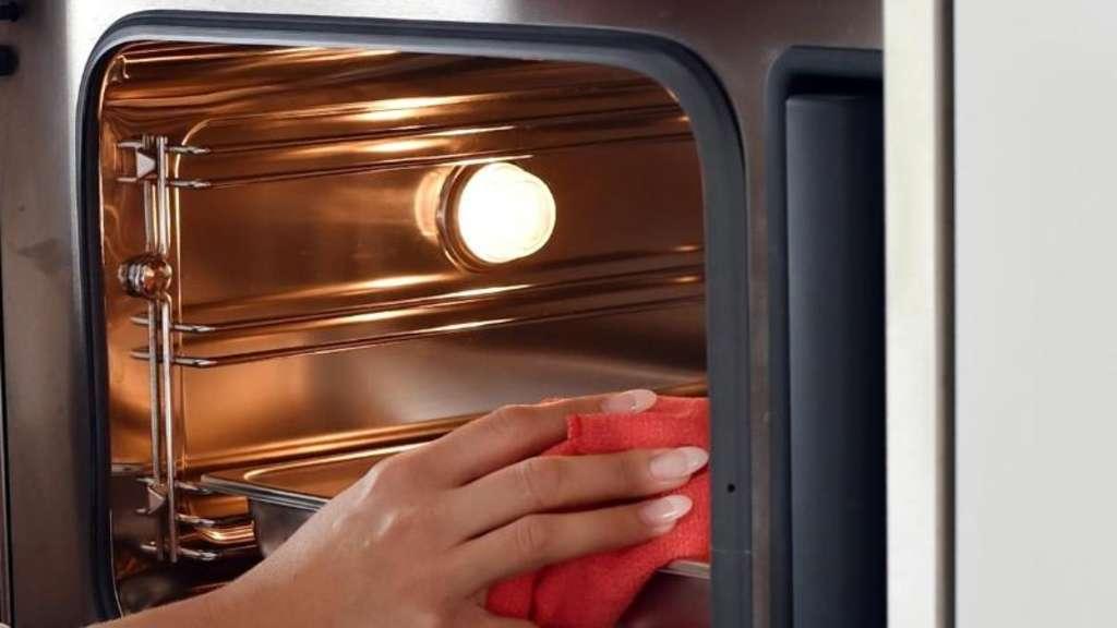 pyrolyse oder katalyse so reinigen sich fen selbst wohnen. Black Bedroom Furniture Sets. Home Design Ideas