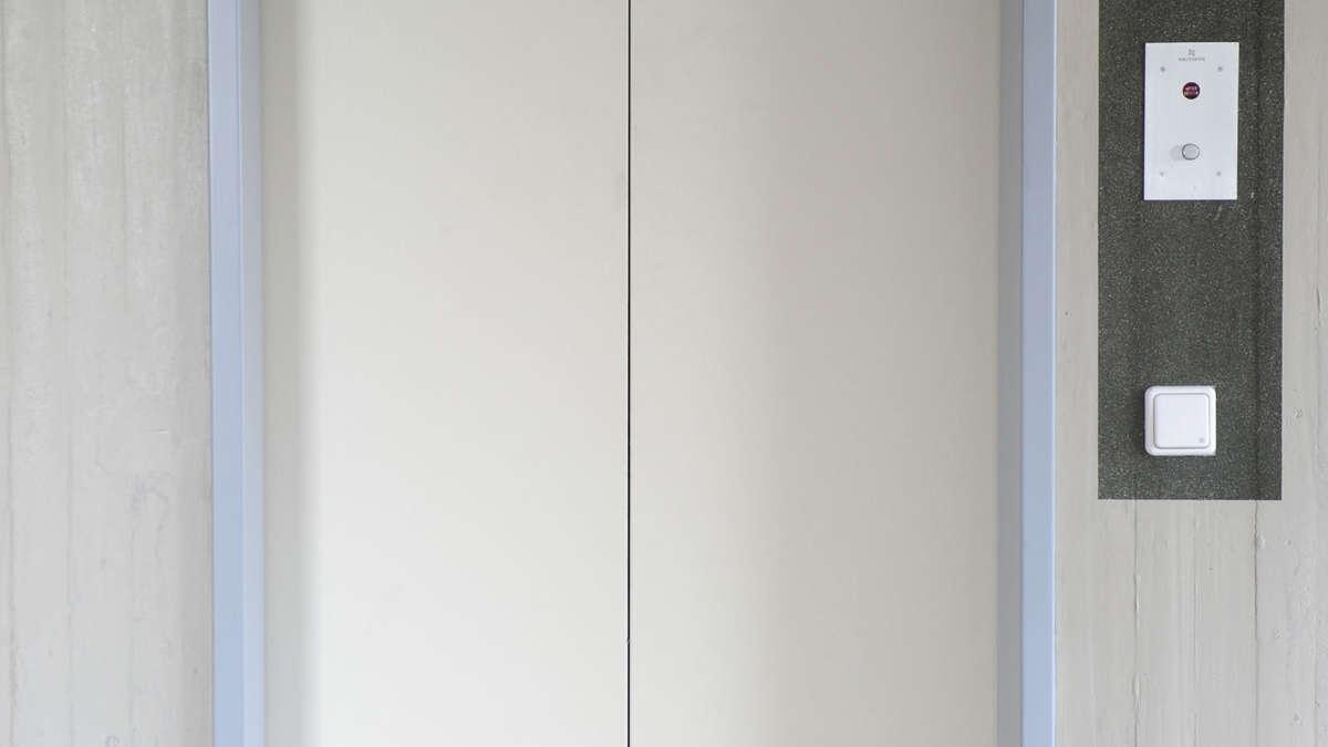 japan will toiletten in aufz gen einbauen welt. Black Bedroom Furniture Sets. Home Design Ideas