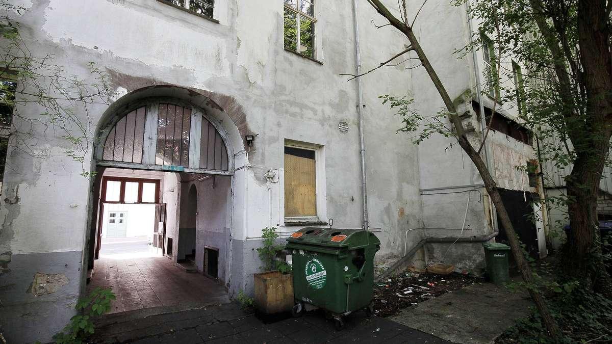 hugenottenhaus in der kasseler innenstadt verf llt kassel. Black Bedroom Furniture Sets. Home Design Ideas