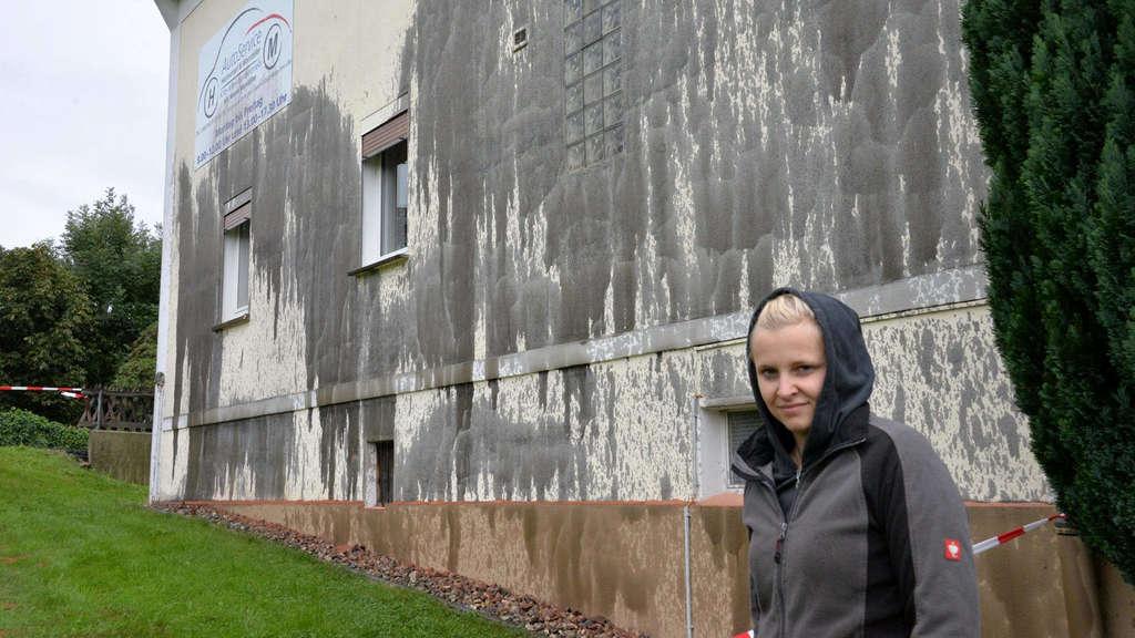 vandalismus in riebelsdorf unbekannte spr hen l auf wohnhaus neukirchen kn ll. Black Bedroom Furniture Sets. Home Design Ideas