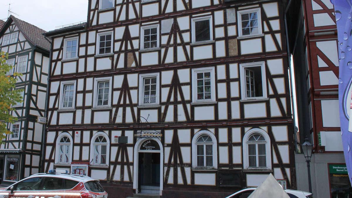 deutsches haus auf dem homberger marktplatz droht einzust rzen homberg efze. Black Bedroom Furniture Sets. Home Design Ideas