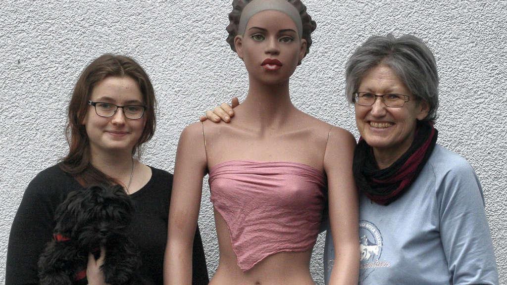 Nackte Schaufenster-Puppe rief Polizei in Bad Hersfeld auf