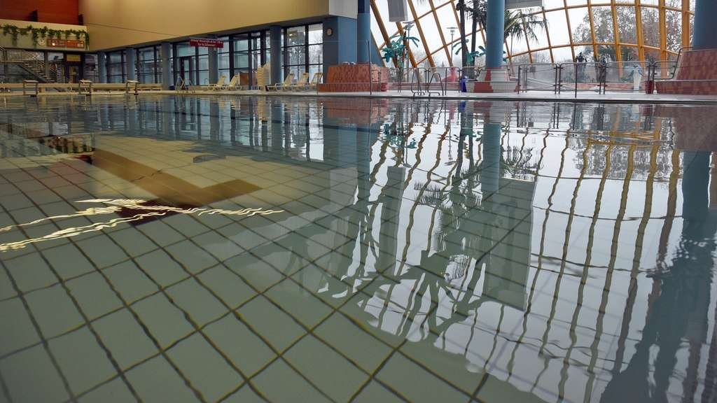 in bornheim haben fl chtlinge nun schwimmbad verbot politik On schwimmbad flüchtlinge