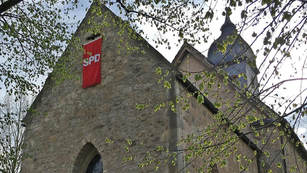 Pastoren-Aktion in Gimte: Rote SPD-Fahne hing an der Kirche