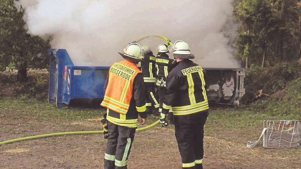 Müllcontainer stand in Richelsdorf in Flammen