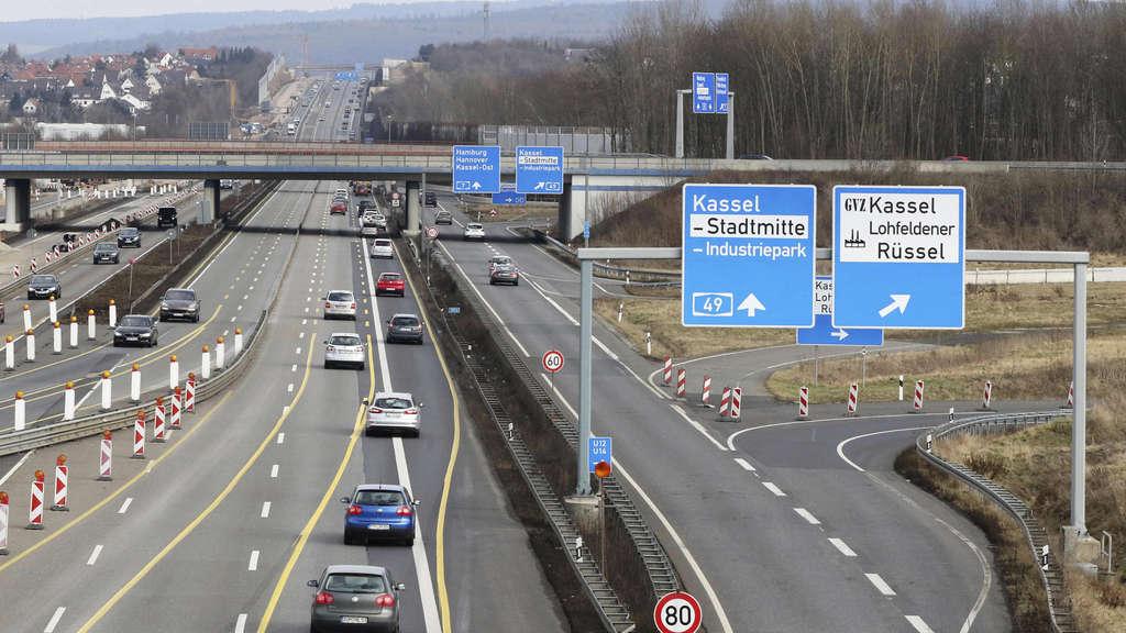 Unfall auf der A7: Keine Rettungsgasse: Retter müssen zwei Kilometer zu
