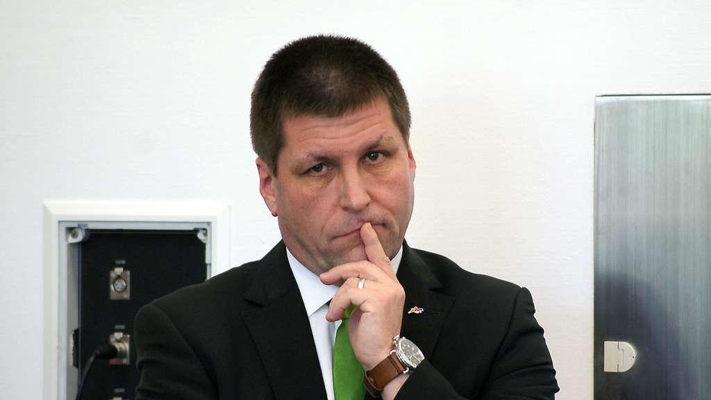 Vertraut Wedel Bürgermeister Thomas Fehling
