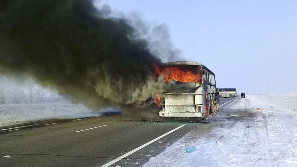 Brand in Bus tötet mehr als 50 Menschen in Kasachstan