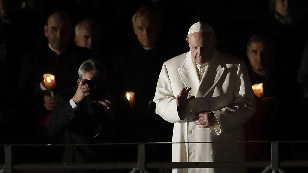 Papst erinnert bei Kreuzweg an Gewalt in der Welt