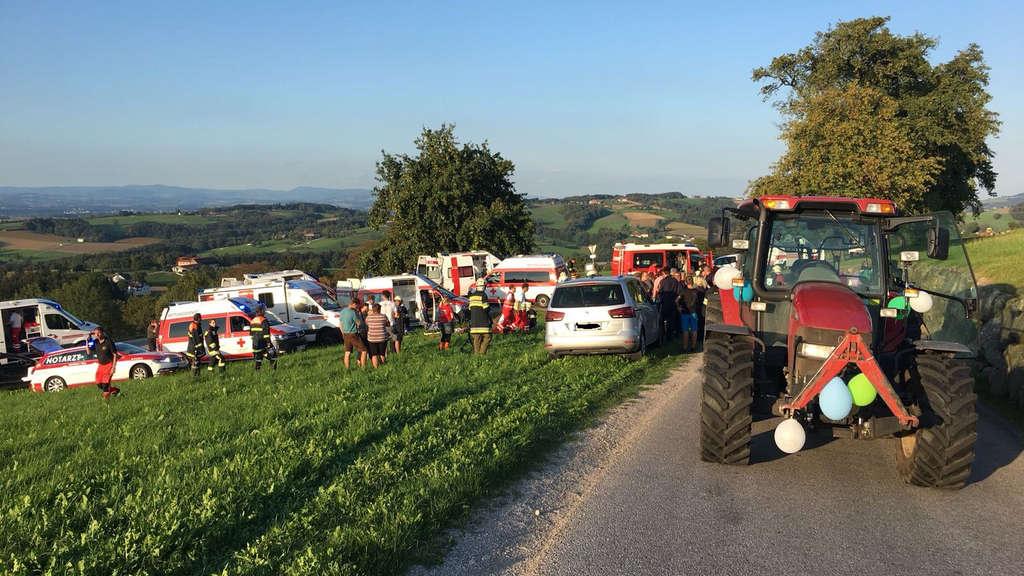 Traktoranhänger umgekippt: Braut erlag ihren Verletzungen