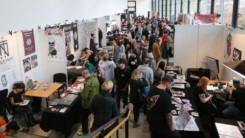 Tattoomenta: Einblicke in die Kasseler Tattoo-Messe - Heftige Show am Abend