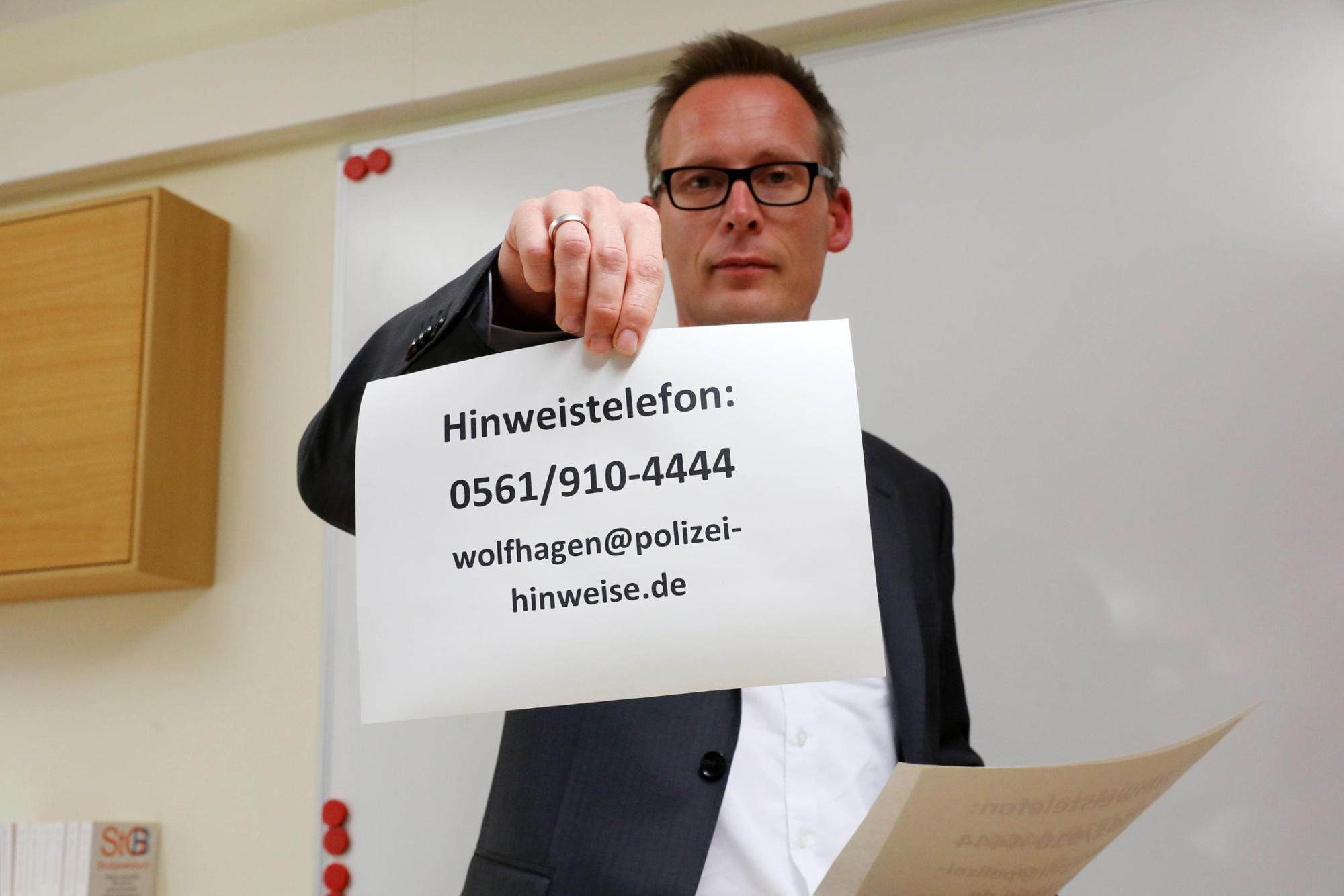 Pressekonferenz:Kassels Regierungspräsident Dr. Walter Lübcke starb durch einen Kopfschuss aus nächster Nähe. Das teilten Landeskriminalamt und Staatsanwaltschaft am Montag