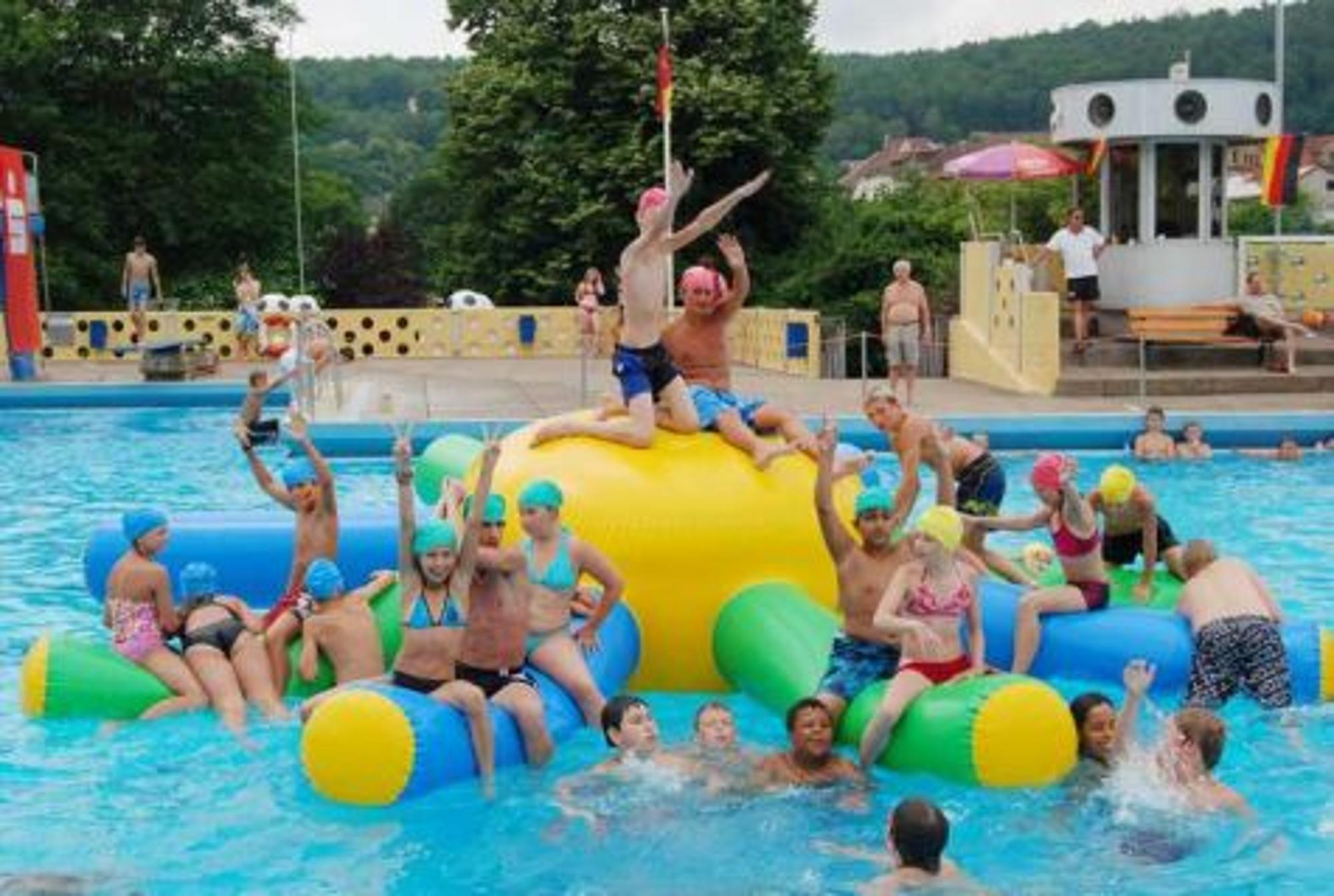 1000 Besucher Kamen Zum Wasserspaß Im Hochbad Hann Münden