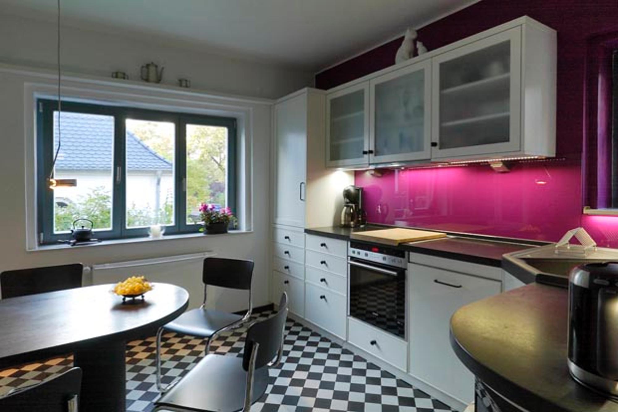 Wohnträume: Küche mit besonderem Lichtdesign ausgestattet | Wohnen