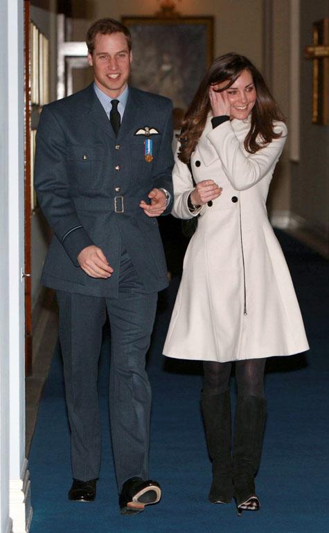 Sie Heiraten! Prinz William Und Seine Langjährige Freundin Kate Middleton  Haben Sich Im Oktober 2010 Verlobt. Den Heiratsantrag Hat William Seiner  Kate Im ...