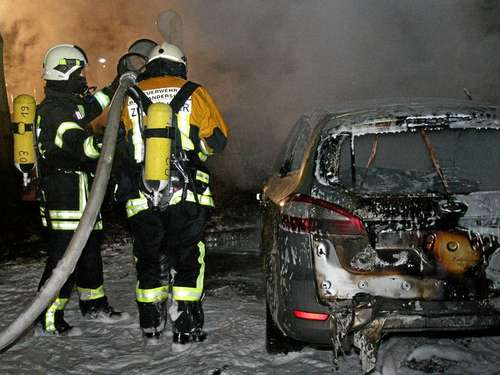 Brandstiftung: Drei Autos in Flammmen