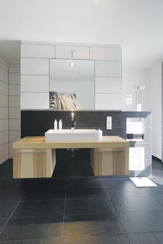 Thienemann Edel: Die Einrichtung Wird Auch Im Bad Durch Dekoration  Unterstützt.