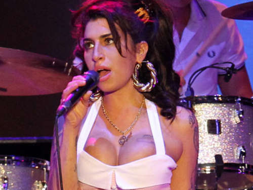 Amy Winehouse setzt auf alternative Therapie