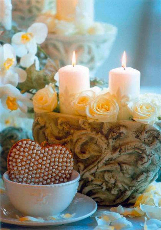 Traum In Weiß: Die Glänzenden Weißen Stumpenkerzen Wirken Besonders Edel In  Kombination Mit Weißem Geschirr. Ob Hochzeit, Geburtstag Oder Zum  Valentinstag ...