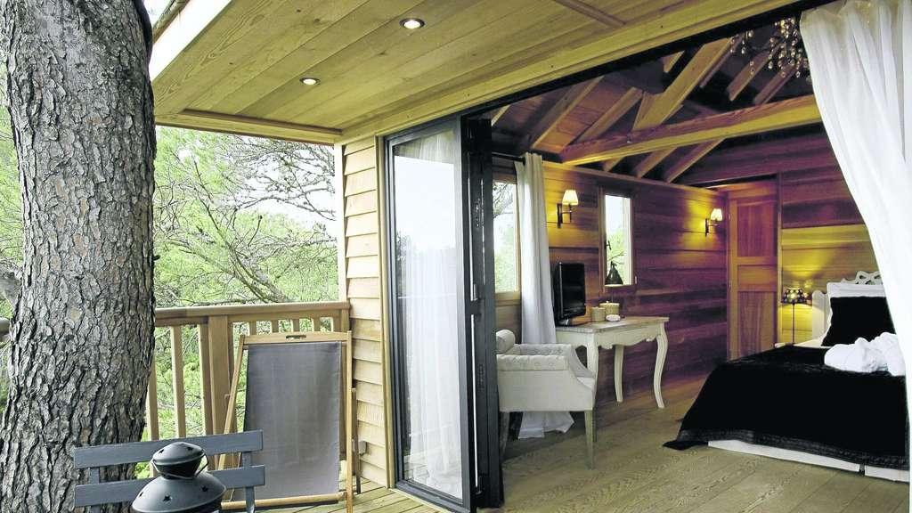 ein baumhaus bauen wohnen. Black Bedroom Furniture Sets. Home Design Ideas
