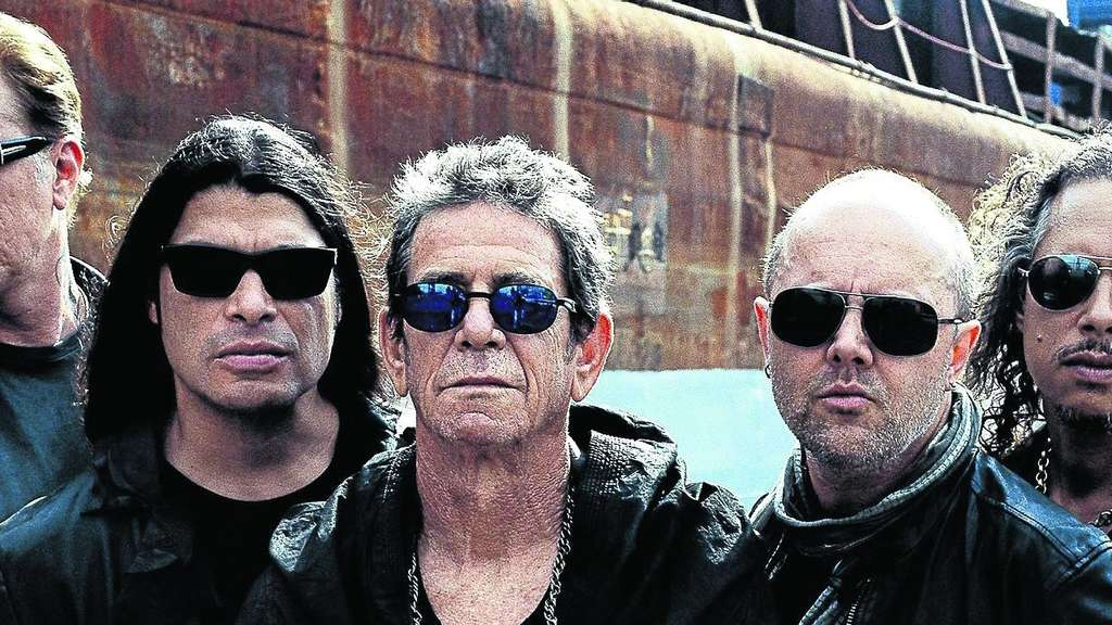 Sie lassen sich nicht in die Augen schauen: Lou Reed (Mitte) mit den Metallica-Musikern (von links) James Hetfield, Rob Trujillo, Lars Ulrich und Kirk Hammett. Foto: Corbijn/nh