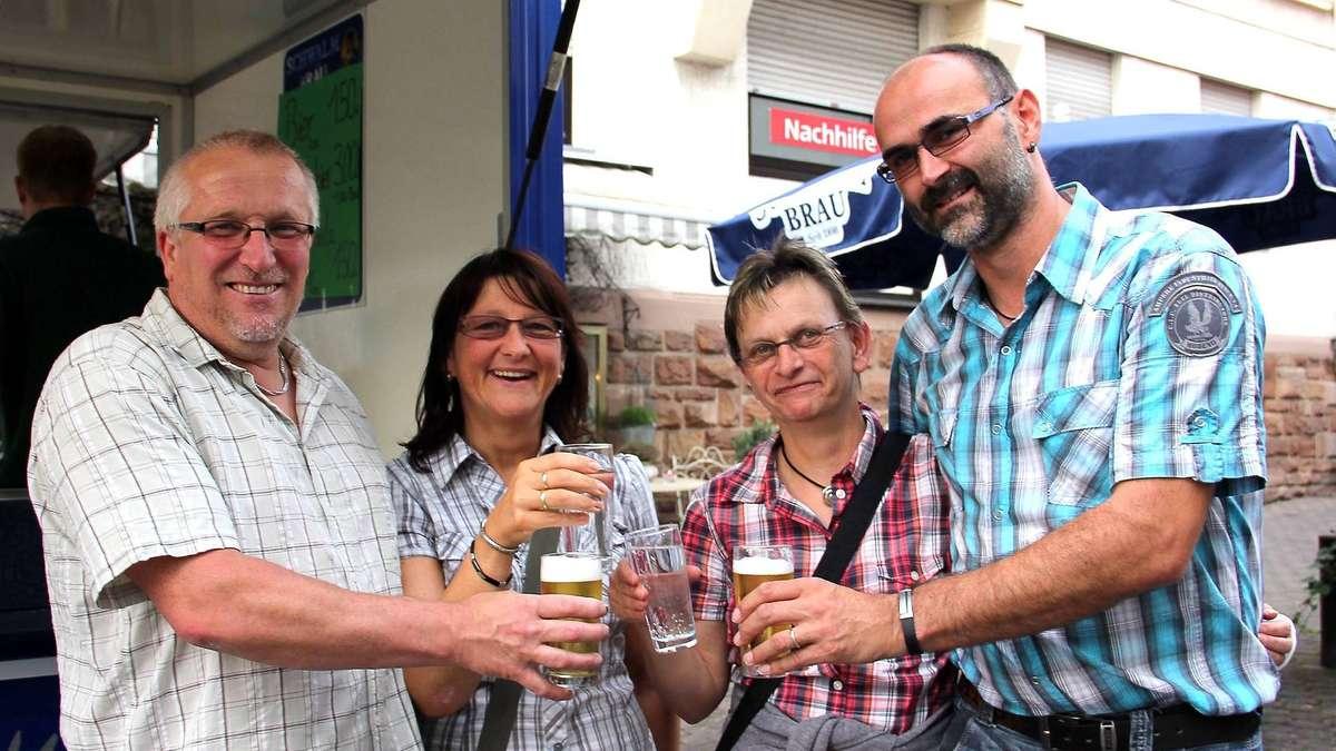 Buden und Bar zum Bahnhofstraßenfest   Schwalmstadt