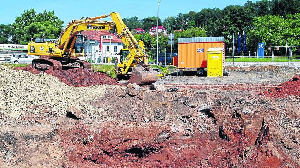 Melsungen neubau feuerwehrst tzpunkt arbeiter finden l for Boden neubau