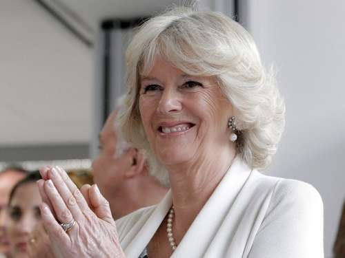 Camilla sucht alternative Heilung in Indien