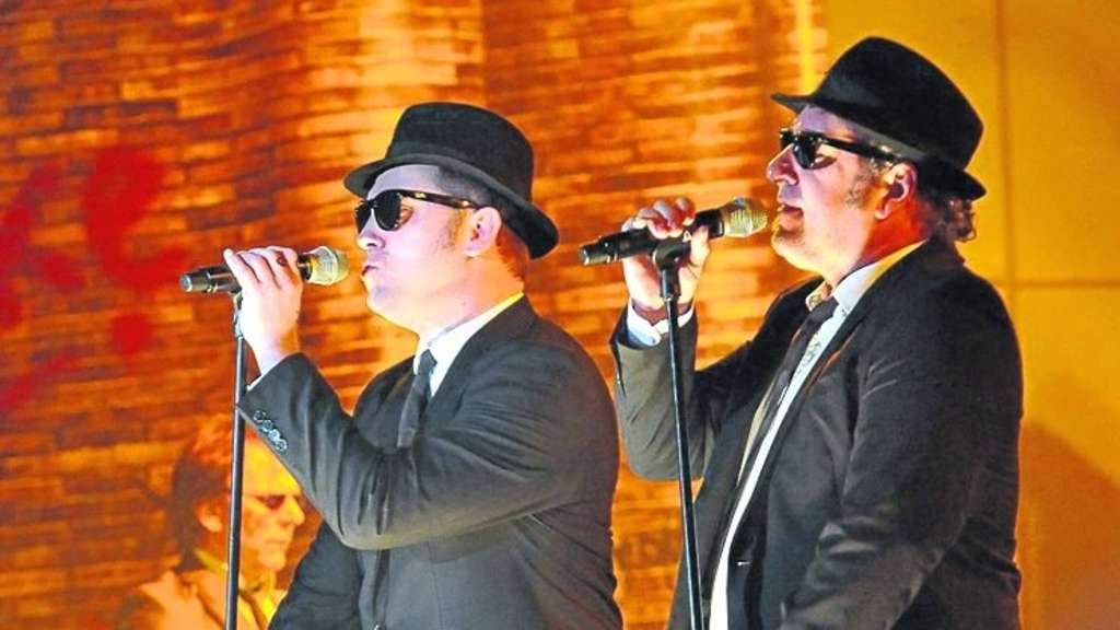 Als Blues-Brothers unverkennbar: Elwood (Brad Henshaw, links) und Jake (Mark Lawson). Foto: Malmus