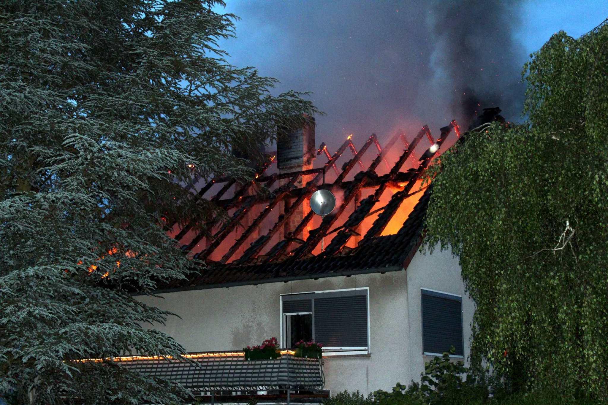 Feuer Im Dachgeschoss 100 000 Euro Schaden Hofgeismar