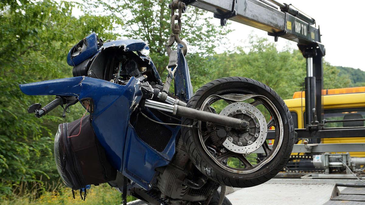 mit motorrad gegen lkw fahrer schwer verletzt kreis kassel. Black Bedroom Furniture Sets. Home Design Ideas