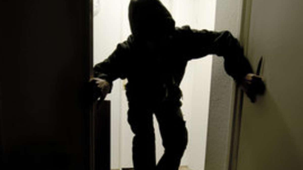 einbrecher mit herz r uber wiegt fremdes baby in den schlaf welt. Black Bedroom Furniture Sets. Home Design Ideas