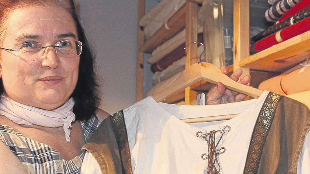 Kleidung im Mittelalter-Stil: Auch Brennnesseln als Stoff | Fritzlar ...