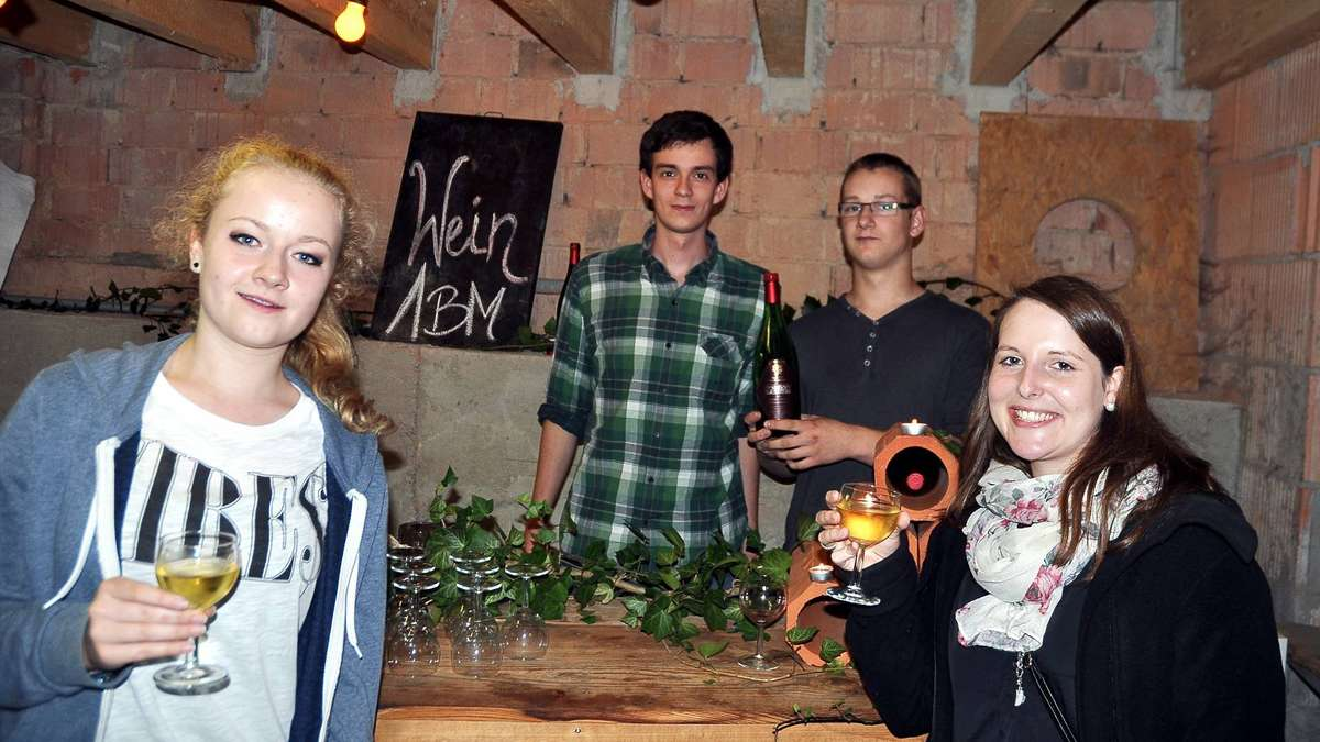 Hilfe f r den neuen jugendclub niedenstein for Gartenteichanlagen bilder