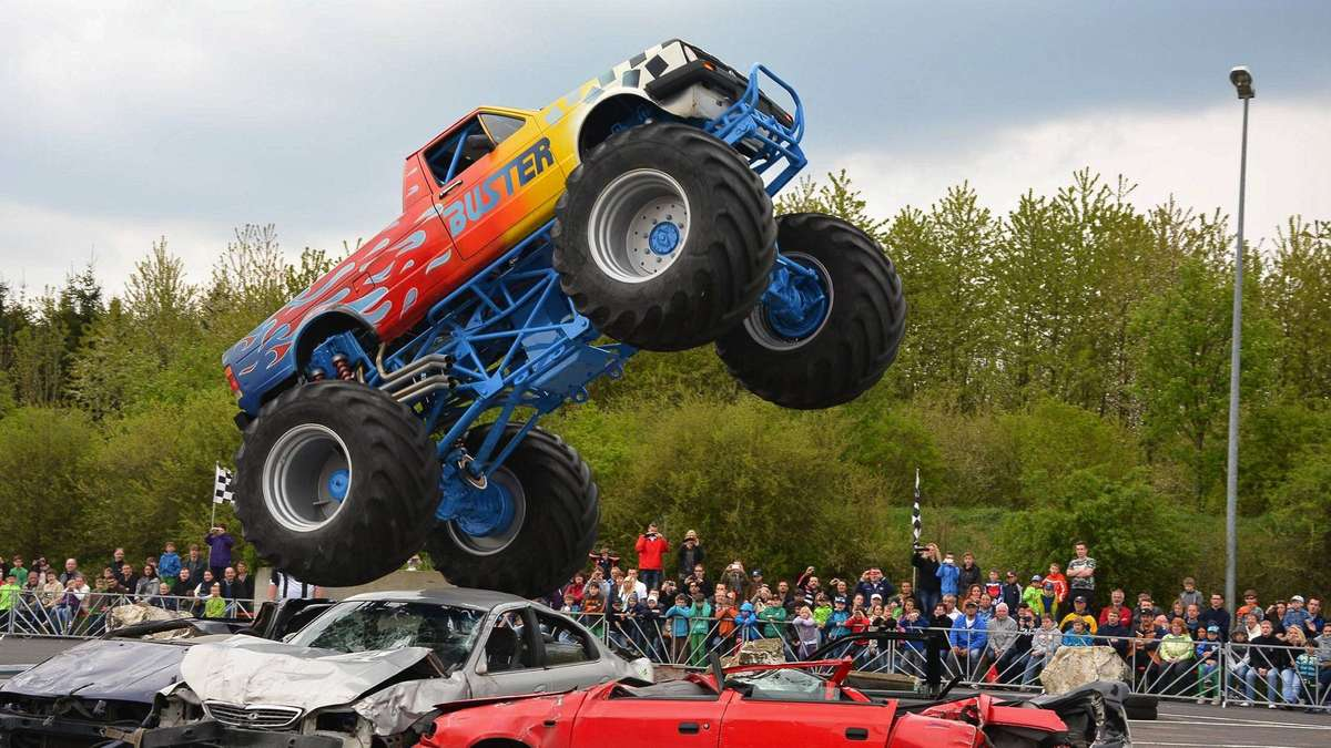 tolle show mit den monster trucks witzenhausen. Black Bedroom Furniture Sets. Home Design Ideas