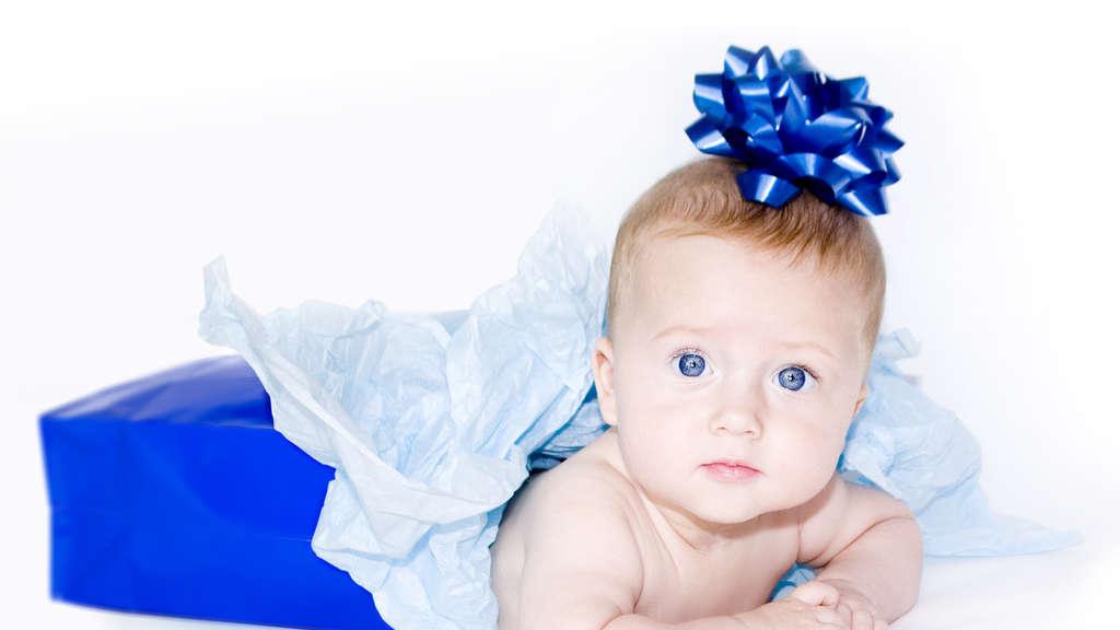 Geschenke zur Geburt: So machen Sie Eltern und Kind eine Freude ...