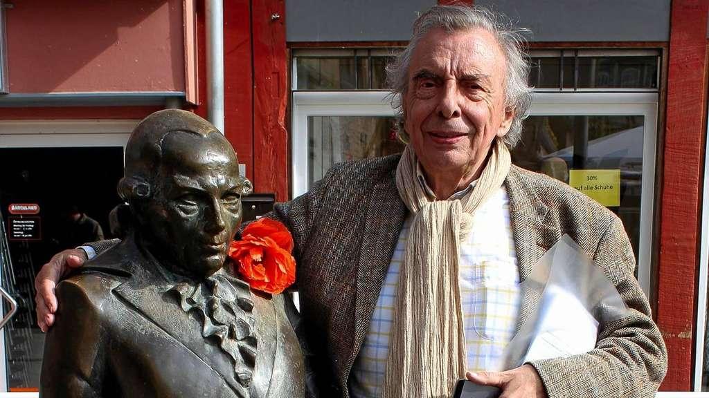 Lichtenberg-Skulptur steht wieder an angestammtem Platz am Alten ...