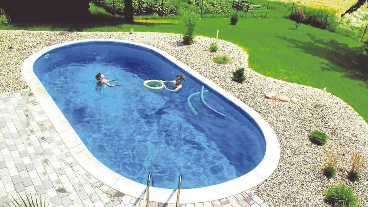 badespa im eigenen garten einen swimmingpool richtig planen wohnen. Black Bedroom Furniture Sets. Home Design Ideas